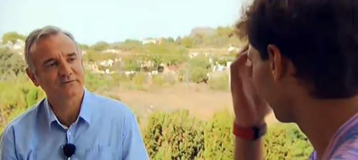Rafa Nadal con Nacho Calvo en el reportaje Rafa Nadal Tour 2014 de RTVE