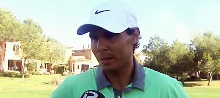 Rafa Nadal se relaja jugando al golf el día antes de su operación