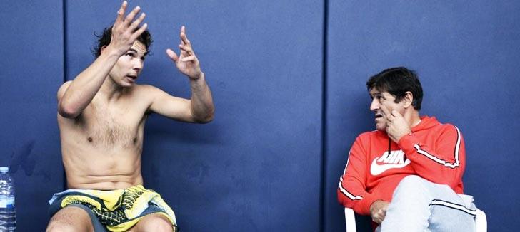 Rafa Nadal y Toni Nadal discuten sobre un entrenamiento en Manacor - Diciembre 2015