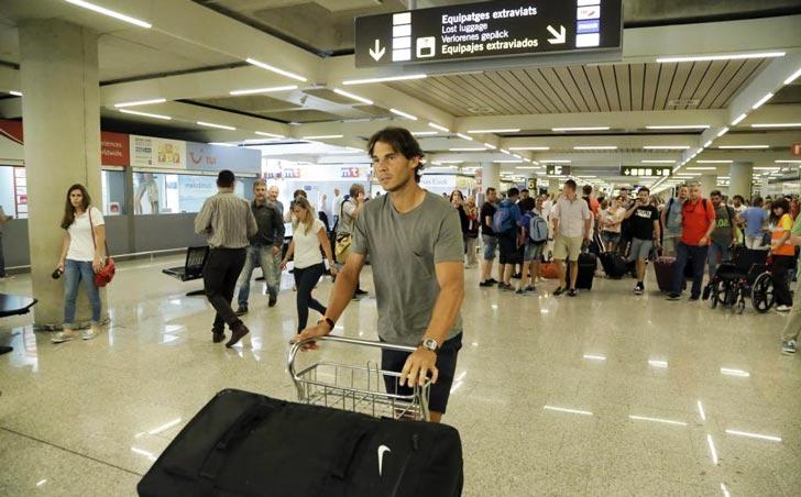 Rafa Nadal en el Aeropuerto de Sant Joan (Mallorca), recién llegado de París [@Foto M. À. Cañellas]