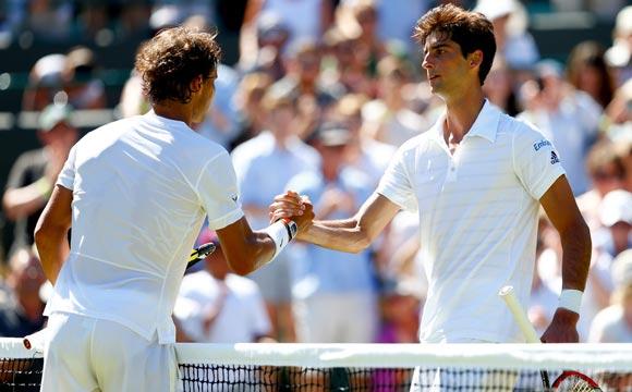 Saludo final de Rafa Nadal y Thomaz Bellucci - Wimbledon 2015
