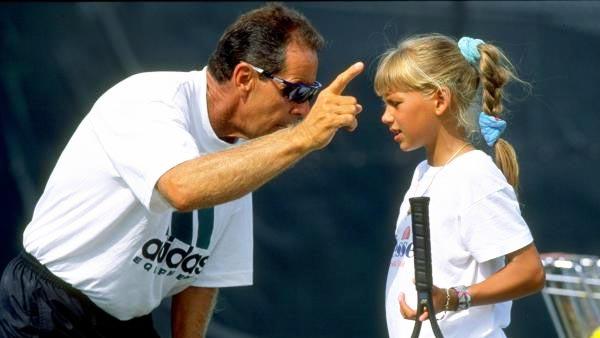 Imagen de archivo de Nick Bolletieri dando clases a una jovencísima Anna Kournikova